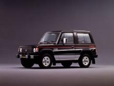 Mitsubishi Pajero L040 Closed Off-Road Vehicle