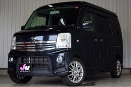 Nissan NV100 Clipper Rio wheels and tires specs icon