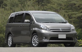 Toyota Isis Restyling MPV