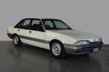 Holden Commodore I (VL) Седан