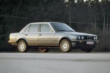 BMW 3 Series II (E30) Седан