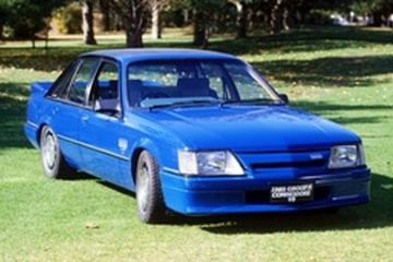Holden Commodore I (VK) Седан