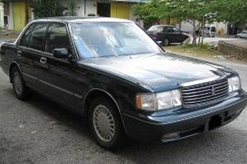 Toyota Crown VIII (S130) Facelift Седан