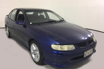 Holden Commodore III (VT) Седан