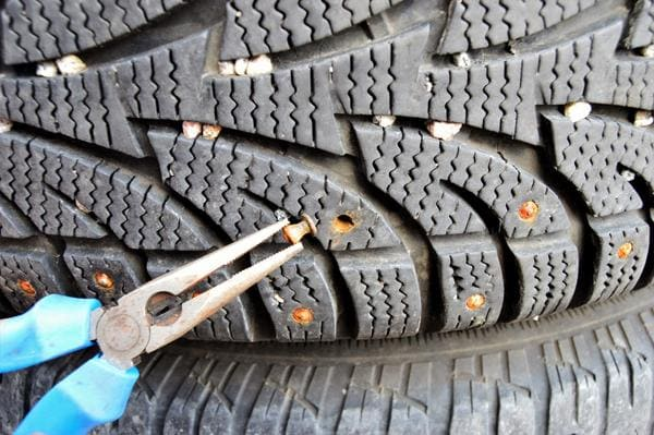 Studded snow tires versus studless snow tires?